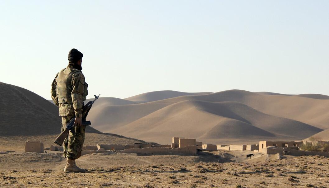 FORVERRET: En afghansk soldat ved en landsby i Faryab-provinsen i 2010. Siden den gang er sikkerhetssituasjonen blitt ytterligere forverret. Taliban har erobret en rekke nye områder i Faryab de siste ukene.