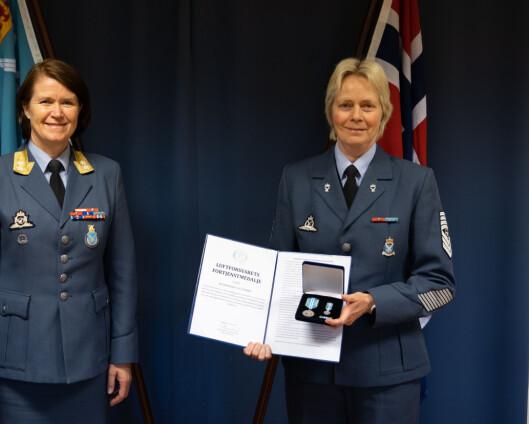 Fikk medalje av sjef Luftforsvaret