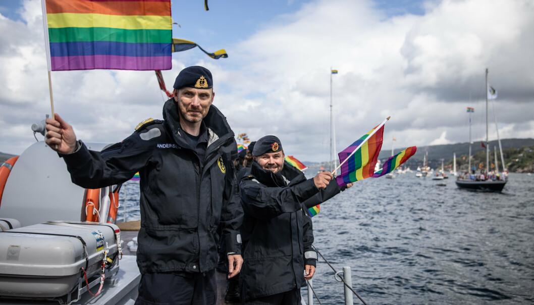 SJEF SJØ: Sjef Sjøforsvaret, kontreadmiral Rune Andersen deltok på Regnbuedagene sin båtparade i Bergen.