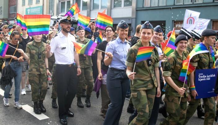 PRIDE-PARADE: I 2019 deltok rundt 150 personer fra Forsvaret i paraden. Forsvarssjefen håper på enda større deltagelse i fremtidige parader.