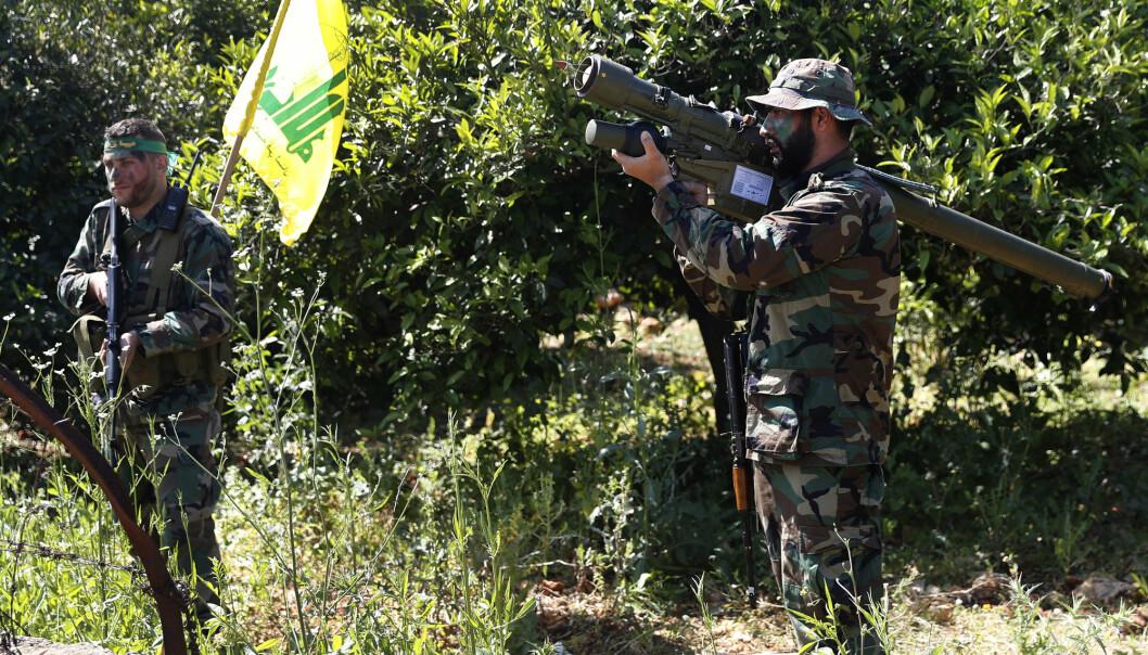 En amerikansk tolk er dømt til 23 år i fengsel for å ha forrådt kilder i Irak til en person tilknyttet Hizbollah. Her ser vi krigere fra Hizbollah i Libanon.