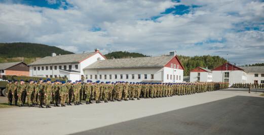 Elleve soldater testet positivt etter bytur i Tromsø – kommunen ber busspassasjerer teste seg