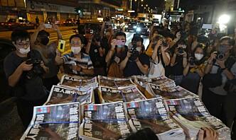 Biden kritiserer Kina for stenging av Hongkong-avis