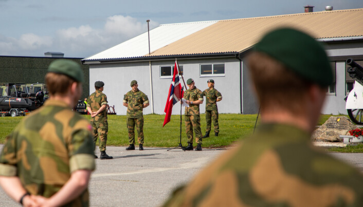 TAKKER AV: Oberstløytnant Jan Marius Nilsen holder avskjedstale til Garnisonen.