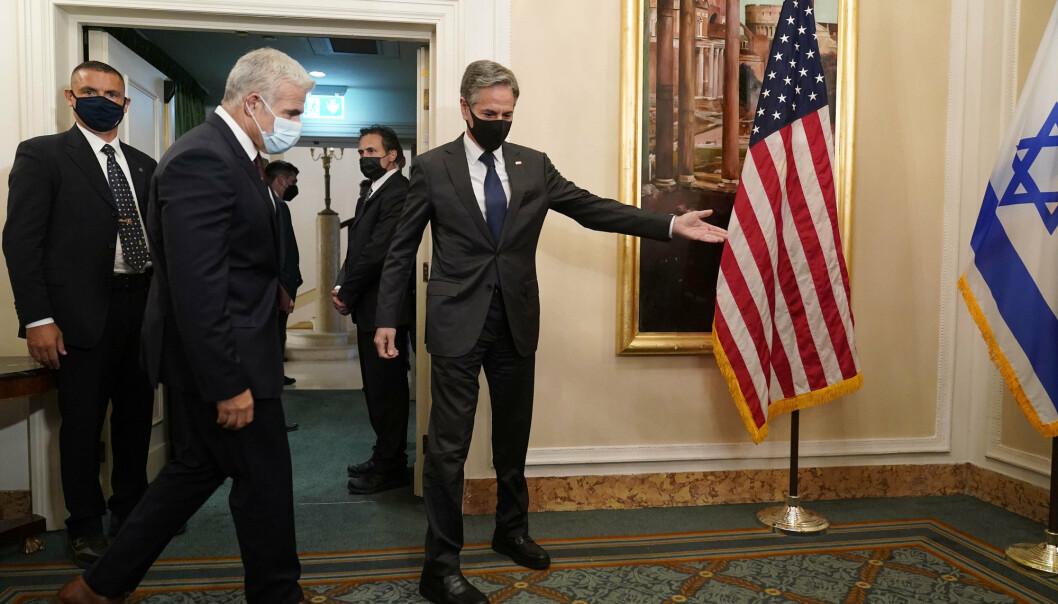 MØTE:USAs utenriksminister Antony Blinken (til høyre) møtte Israels utenriksminister Yair Lapid i Roma søndag.