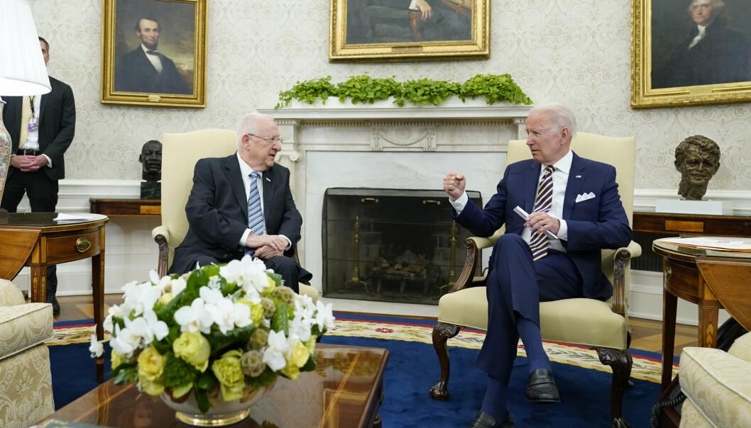MØTE: USAs president Joe Biden (til høyre) tok imot Israels president Reuven Rivlin i Det hvite hus mandag.