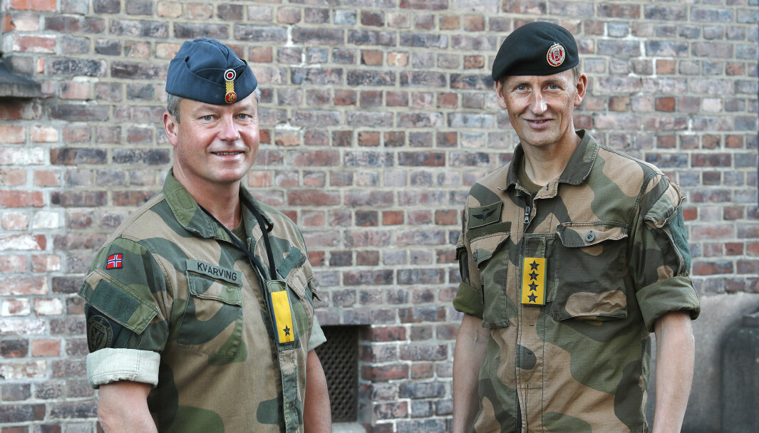 DEBATT: Brigader Eystein Kvarving (t.v.) mener flere forsvarsansatte bør dele sine meninger. Her er han sammen med forsvarssjef Eirik Kristoffersen.