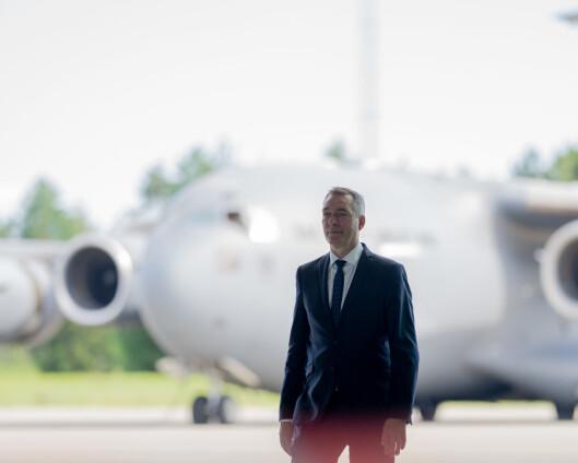 Forsvarsministeren må gå i «krigen» for sine ansatte