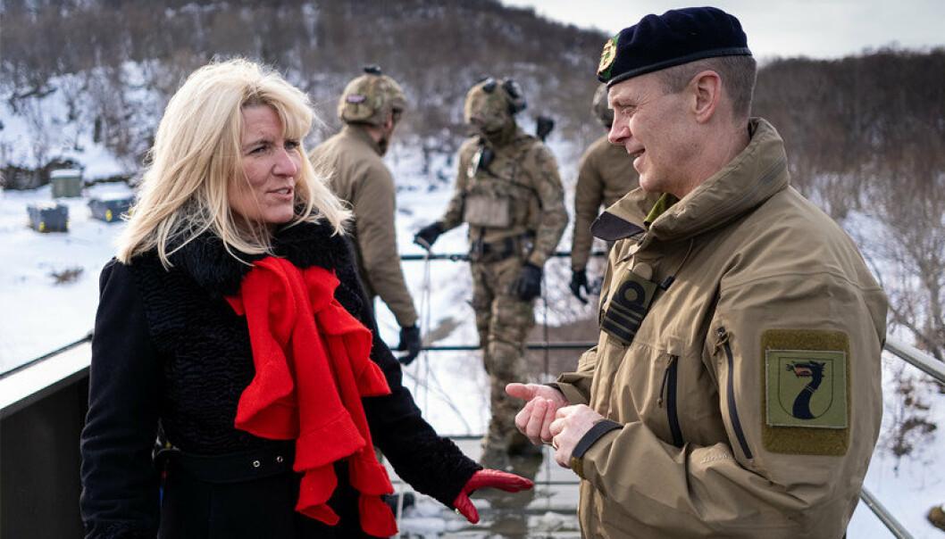 KYSTJEGERE: Ordførar i Harstad, Kari-Anne Opsal og Sjef for Kystjegerkommandoen Sten Richard Larsen.