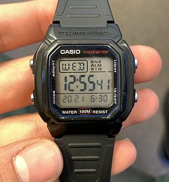 SMARTKLOKKE: Eirik bruker Casio-klokka fra rekrutten. Den slipper han å ta av i sikkerhetsklarerte rom.