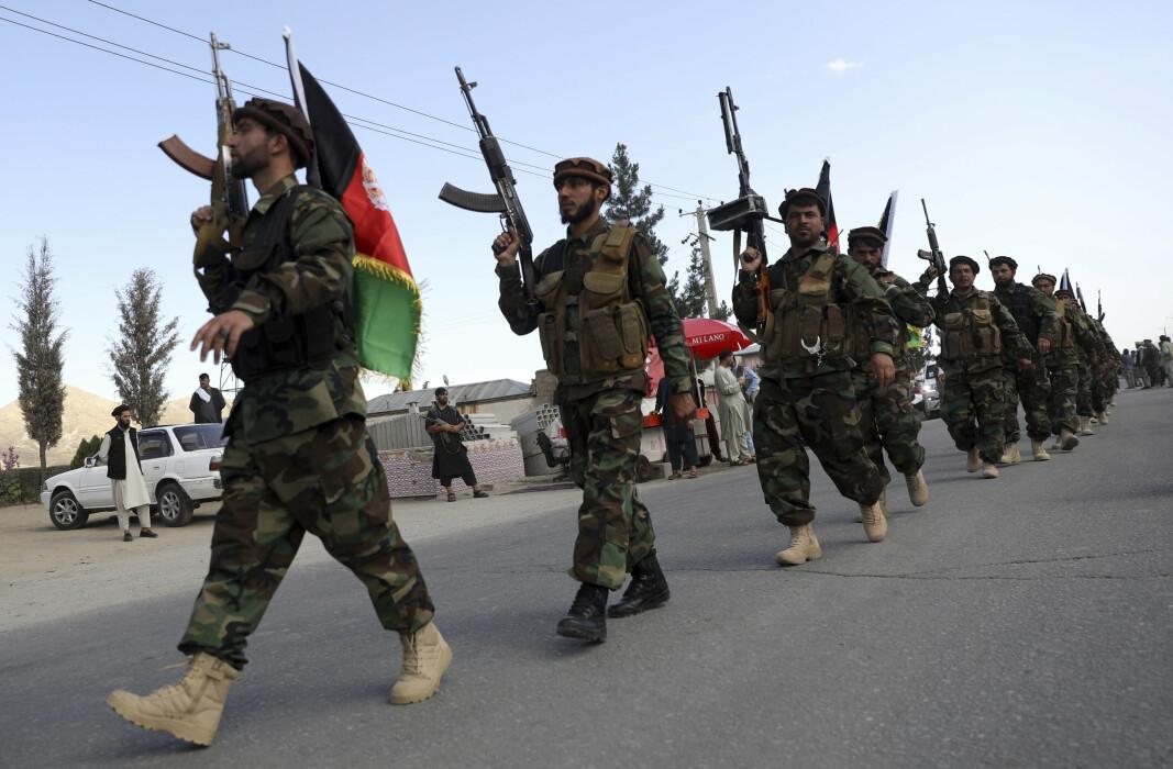 EROBRING: Talibans erobring av flere distrikt får afghanske soldater til å flykte til Tadsjikistan.