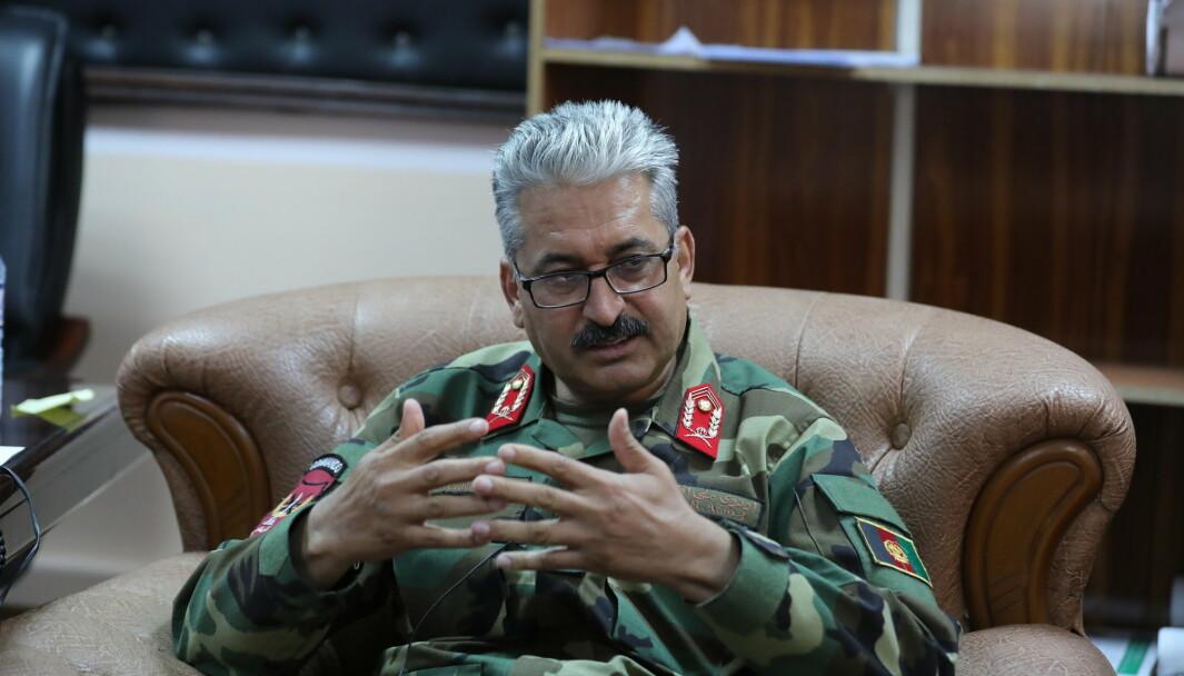 AFGHANISTAN BAGRAM: Gen Mir Asadullah Kohistani, den nye sjefen for Bagram Airfield snakker under et intervju med Associated Press