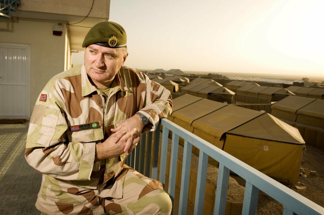 I AFGHANISTAN: Sverre Diesen under et besøk hos norske styrker i Afghanistan julen 2008.