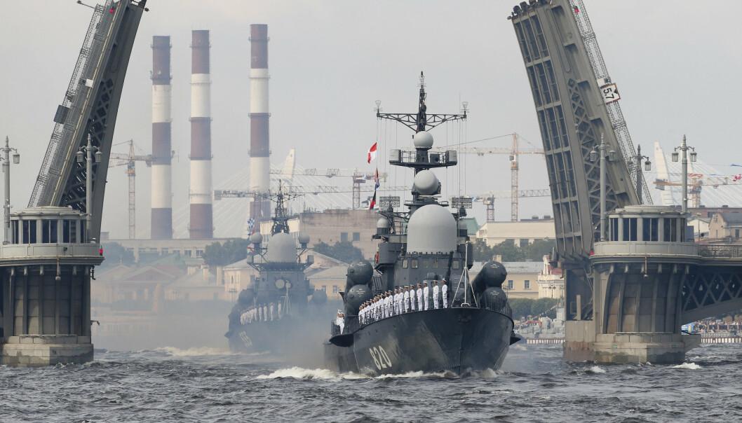 SANKT PETERSBURG: Russiske skip som deltar i den årlige flåteparaden i 2017.
