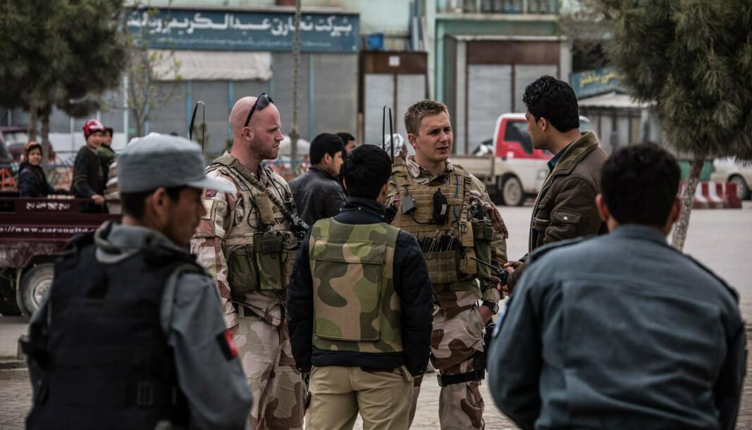 MAZAR-E SHARIF: Norske soldater på patrulje i Maza e-Sharif. Nå føler flere afghanere som har jobbet for norske styrker seg utrygge ettersom Taliban erobrer stadig større områder.
