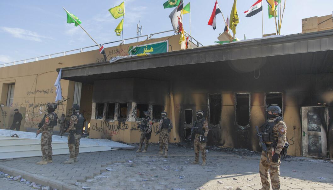 BAGDAD: Irakiske soldater foran den amerikanske ambassaden i Bagdad i 2020.