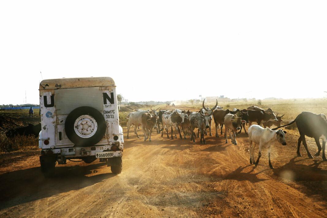 FN: Et FN-kjøretøy på veien mellom Support Base Malakal og flyplassen i Malakal, Sør-Sudan.