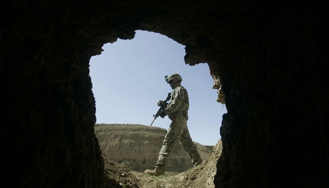 BAGRAM: En amerikansk soldat på patrulje utenfor Bagram, nord for Kabul i Afghanistan i 2009.