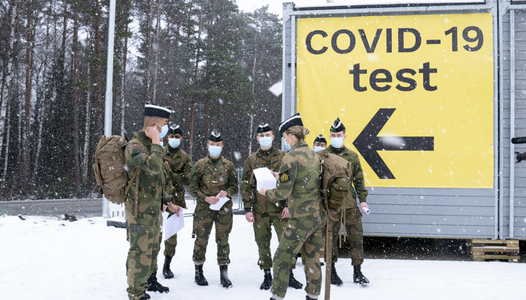 SMITTEFRITT: Soldater fra Hæren, her på plass for å bidra med testpersonell på Svinesund-grensen på vei inn i Norge. For første gang på lenge er det ingen smittede i Hæren.