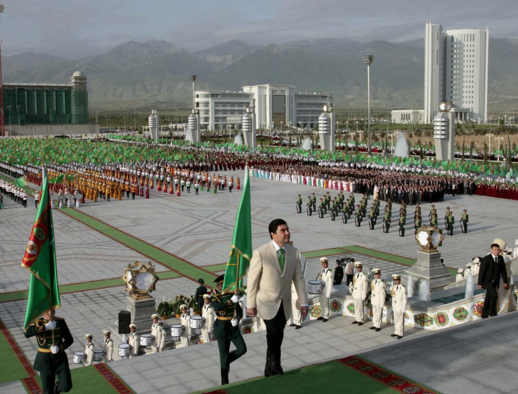 AUTORITÆR: Turkmenistans president Gurbanguly Berdymukhamedov under en seremoni i den turkmenske hovedstaden Asjgabat i 2011.
