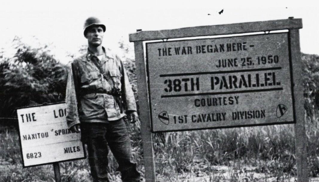 FN-OPPDRAG: Sjefkirurg ved NORMASH og legesjef i Forsvarets sanitet oberstløytnant Bernhard Paus på grensen mellom Nord- og Sør-Korea.