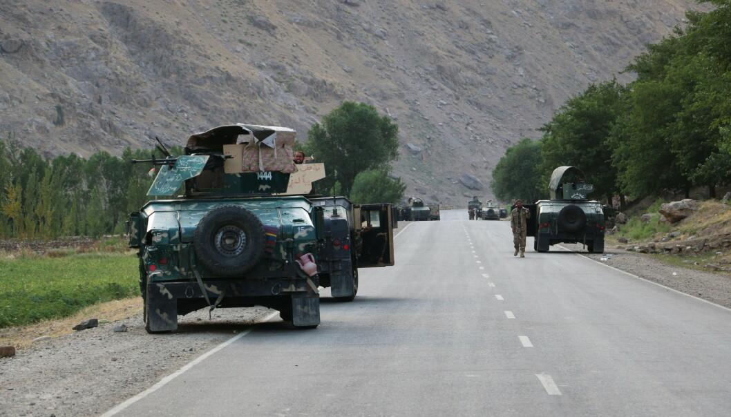KJEMPER MOT TALIBAN: Afghanske soldater nær byen Badakhshan, nor i Afghanistan. Flere tusen soldater skal ha flyktet til Tadsjikistan.