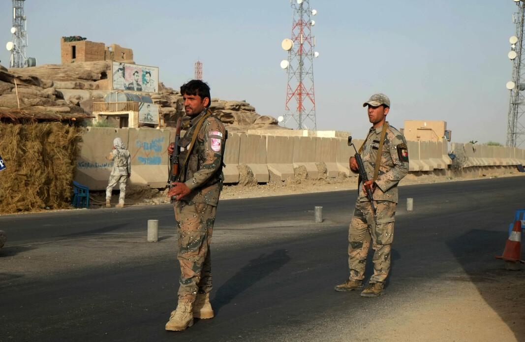 KANDAHAR: Afghanske soldater i Spin Boldak 27. juni i år. Nå skal byen være tatt av Taliban.
