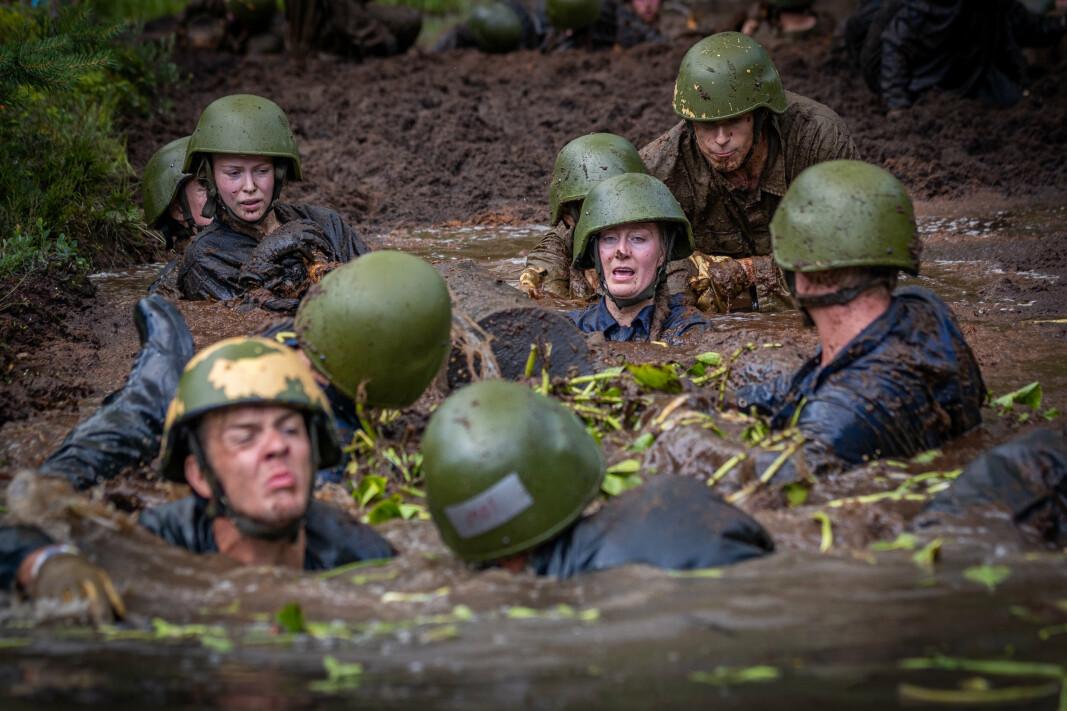 KJØNNSKVOTERING: Kvinnelige ledere i Forsvaret mener kjønnskvotering gir negativ effekt. Bildet viser øvelse under Forsvarets opptak og seleksjon (FOS).