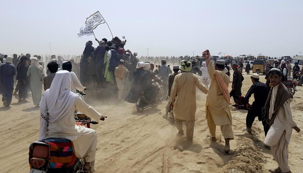 TOK KONTROLL: Taliban tok onsdag kontroll over den viktige Spin Boldak-grenseovergangen til Pakistan. Det ble feiret av jublende Taliban-tilhengere.