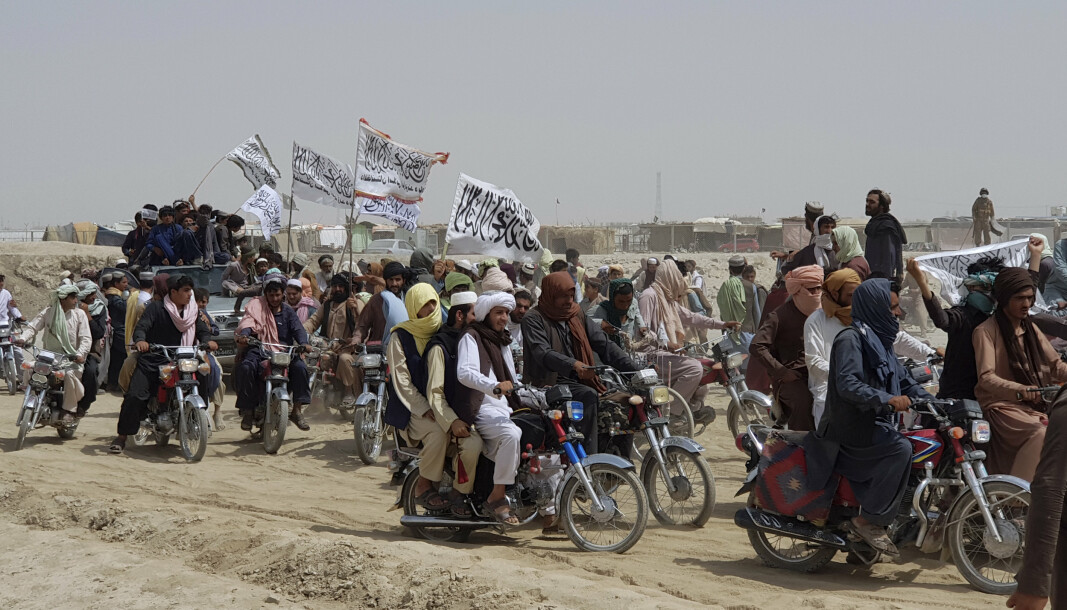 FEIRET: Taliban-tilhengere feiret onsdag at opprørerne hadde tatt kontroll over en grenseovergang mot Pakistan ved Spin Boldak.