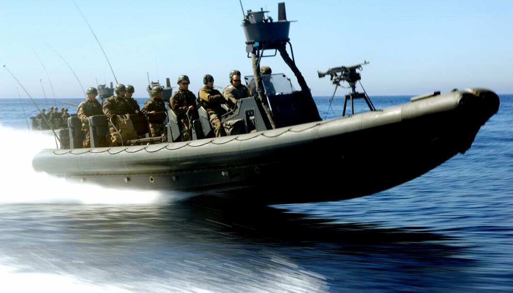 FØRSTE KVINNE: Spesialbåtoperatører fra de amerikanske spesialstyrkene under en øvelse i California. Nå har den første kvinnelige soldaten kommet seg gjennom nåløyet.