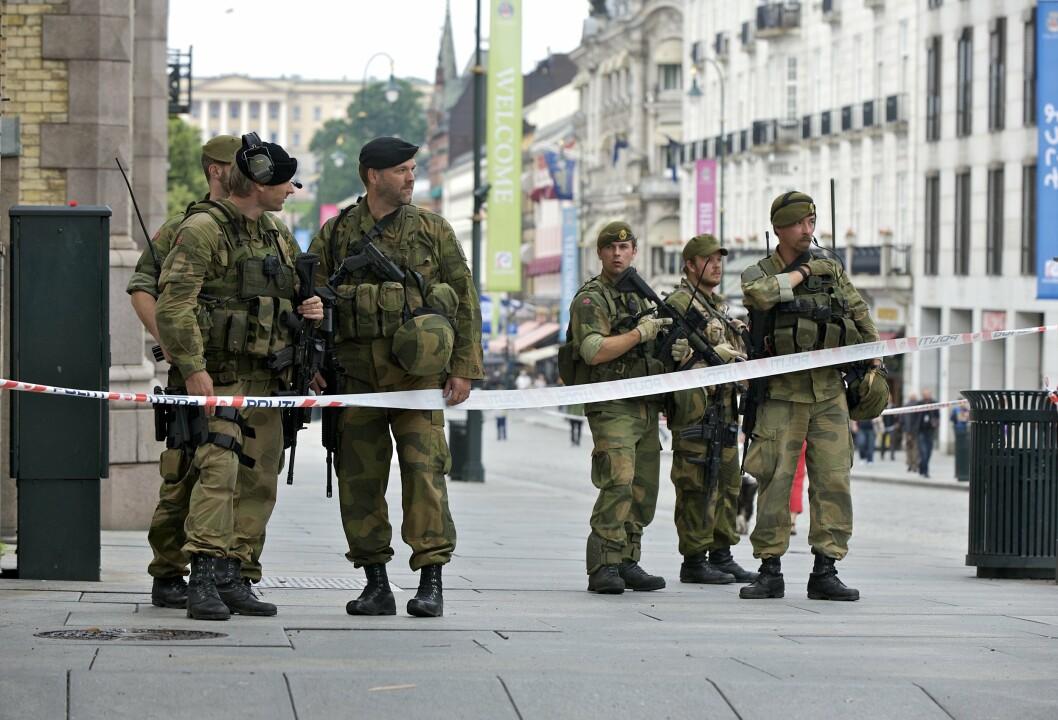INNSATSSTYRKE DERBY: Soldater fra tropp 1 utenfor Stortinget 23. juli 2011
