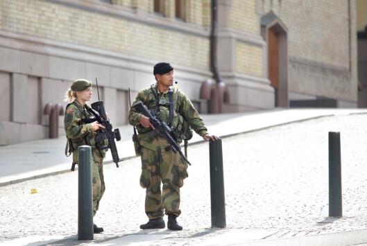 VAKT: Soldater fra Heimevernet utenfor Stortinget i 2011.
