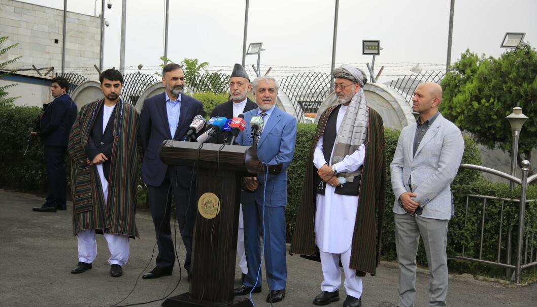 SAMTALE: Abdullah Abdullah, som leder den afghanske delegasjonen, holder en pressekonferanse i Kabul i forkant av fredssamtalene med Taliban i Doha. Samtalene endte uten særlig framgang.