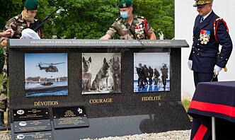 Avdøde tjenestehunder hedret med medalje og minnesmerke