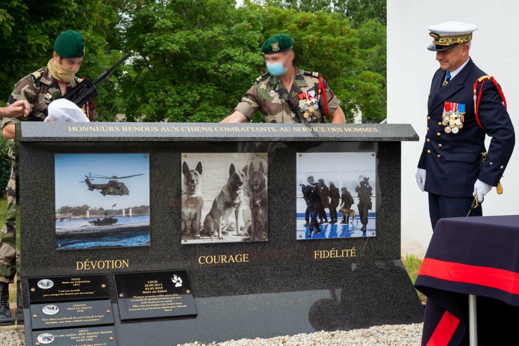 MONUMENT: Det franske forsvaret opprettet et minnesmerke for avdøde tjenestehunder.