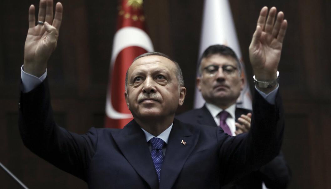 President Recep Tayyip Erdogan henvender seg til sine regjerende partilovgivere ved parlamentet i Ankara, Tyrkia.