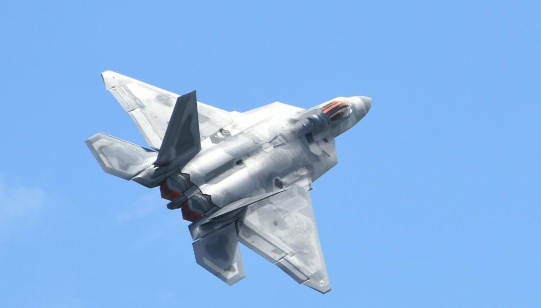 STILLEHAVET: Et jagerfly av typen F-22. Nå sender USA 25 slike fly til en øvelse i Stillehavet.