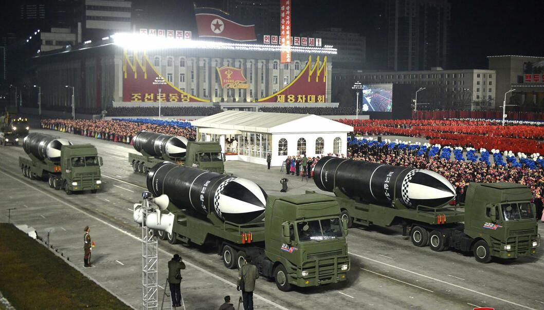 MISSILER: Nord-Korea viste frem noen av våpnene sine under en militærparade 14. januar.