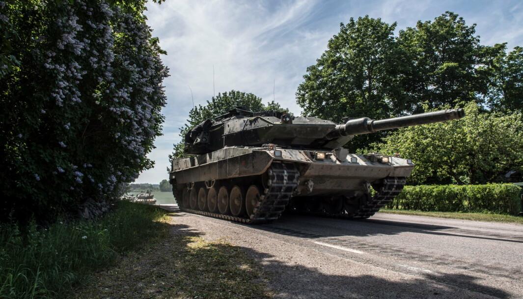 MODERNE: Stridsvogn 122 ble kjøpt i 1994 og utgjør i dag kjernen i det svenske kavaleriet.