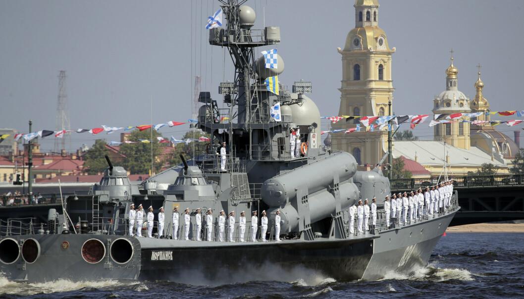 Sankt Petersburg: Et russisk fartøy deltar i paraden i 2019.