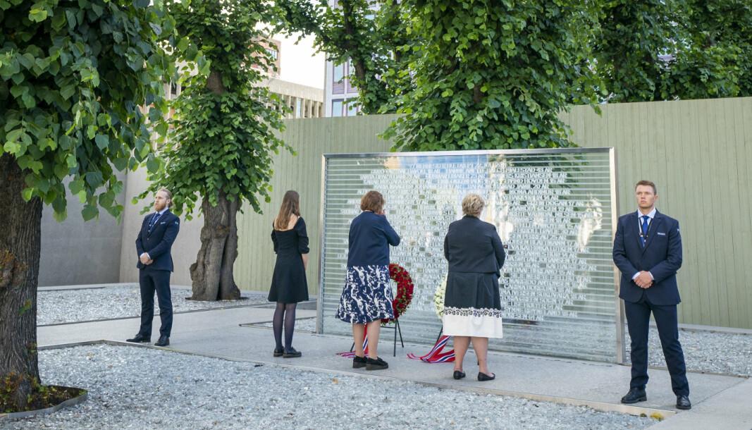 MARKERING: Fra en markering i Regjeringskvartalet i 2020. I år er det ti år siden terrorangrepet mot regjeringskvartalet og Utøya.