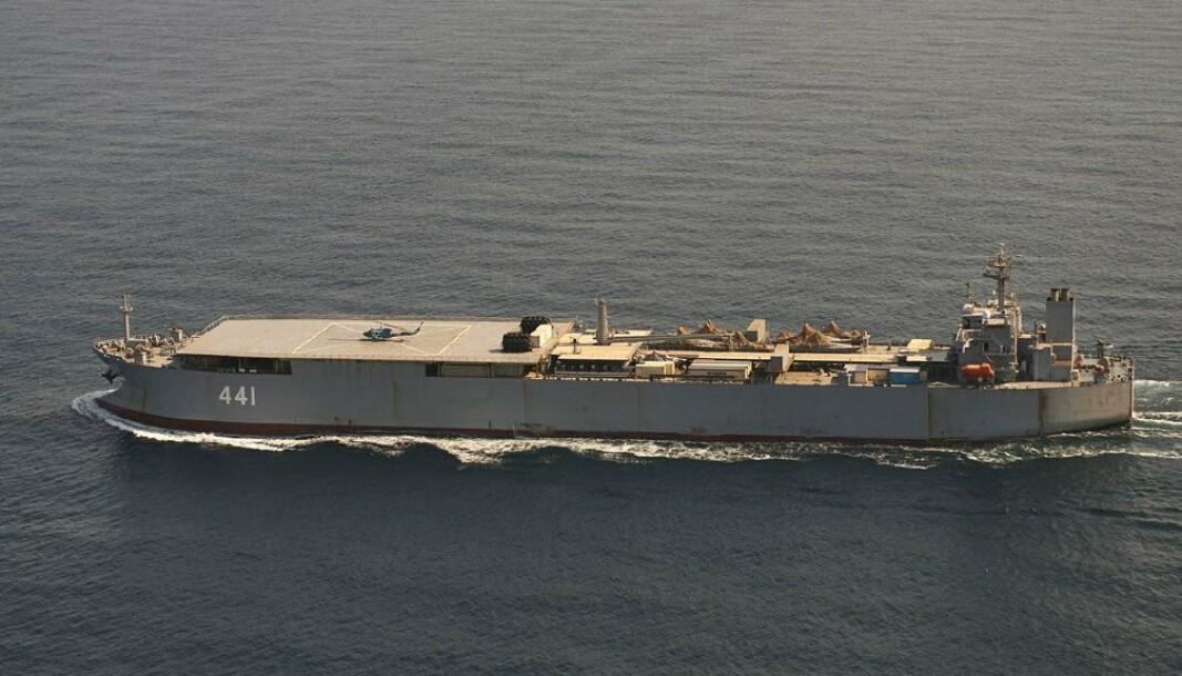 OLJETANKER: Makran er en tidligere oljetanker som er ombygd for å fungere som en flytende base. Nå er skipet på vei til Russland.