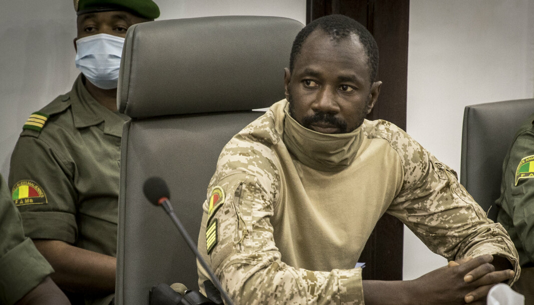 MILITÆRKUPP: Assimi Goïta ledet et militærkupp i landet i fjor, men overlot senere makten til en sivil president. En mann ble anklaget for å ville drepe Goïta, har nå dødd i varetekt.