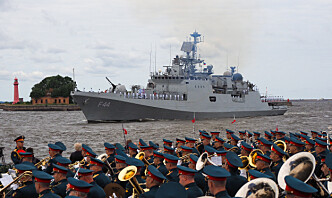 Over 50 marinefartøy deltok i parade i Sankt Petersburg