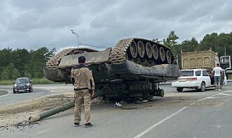 Stridsvogn på 40 tonn veltet