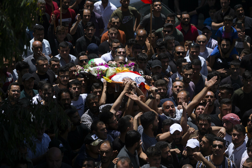GRAVFØLGE: Palestinere fulgte torsdag tolv år gamle Mohammed al-Alami til graven i landsbyen Beit Ummar i nærheten av Hebron på den okkuperte Vestbredden.