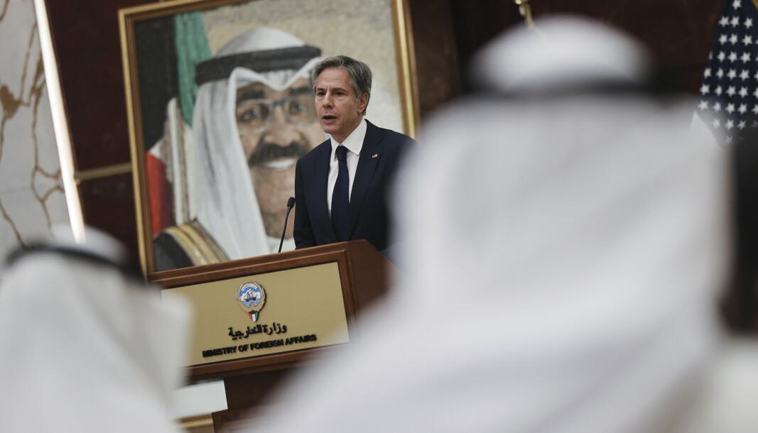 ATOMSAMTALER: Utenriksminister Antony Blinken sier at atomsamtalene med Iran ikke kan pågå i det uendelige. Blinken var torsdag på besøk i Kuwait.