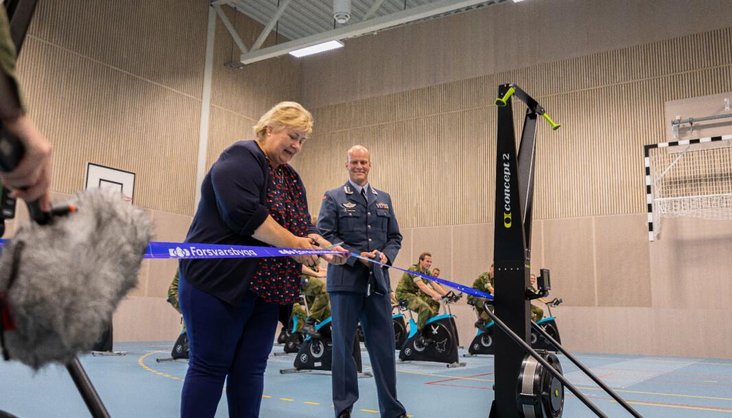 VIKTIG: Erna Solberg var glad for å offisielt åpne det nye treningssenteret på Ørland flystasjon, som hun mener er en viktig investering.