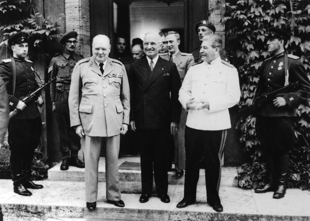 POTSDAM-KONFERANSEN: Storbritannias statsminister Winston Churchill, USAs president Harry S. Truman og Sovjetunionens leder Josef Stalin i Potsdam i Tyskland 23. juli 1945.